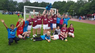 Foto zur Meldung: Handball-Nachwuchs: E-Jugend des HSV Falkensee verteidigt Titel beim Bärlin-Cup