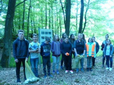 Vorschaubild zur Meldung: Müll-Sammel-Aktion der Realschule plus Oberwesel