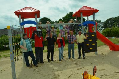 Foto zu Meldung: Neue Treffpunkte für Jung und alt in Pritzwalker Ortsteilen Multifunktionale  Plätze in Sadenbeck und Wilmersdorf übergeben