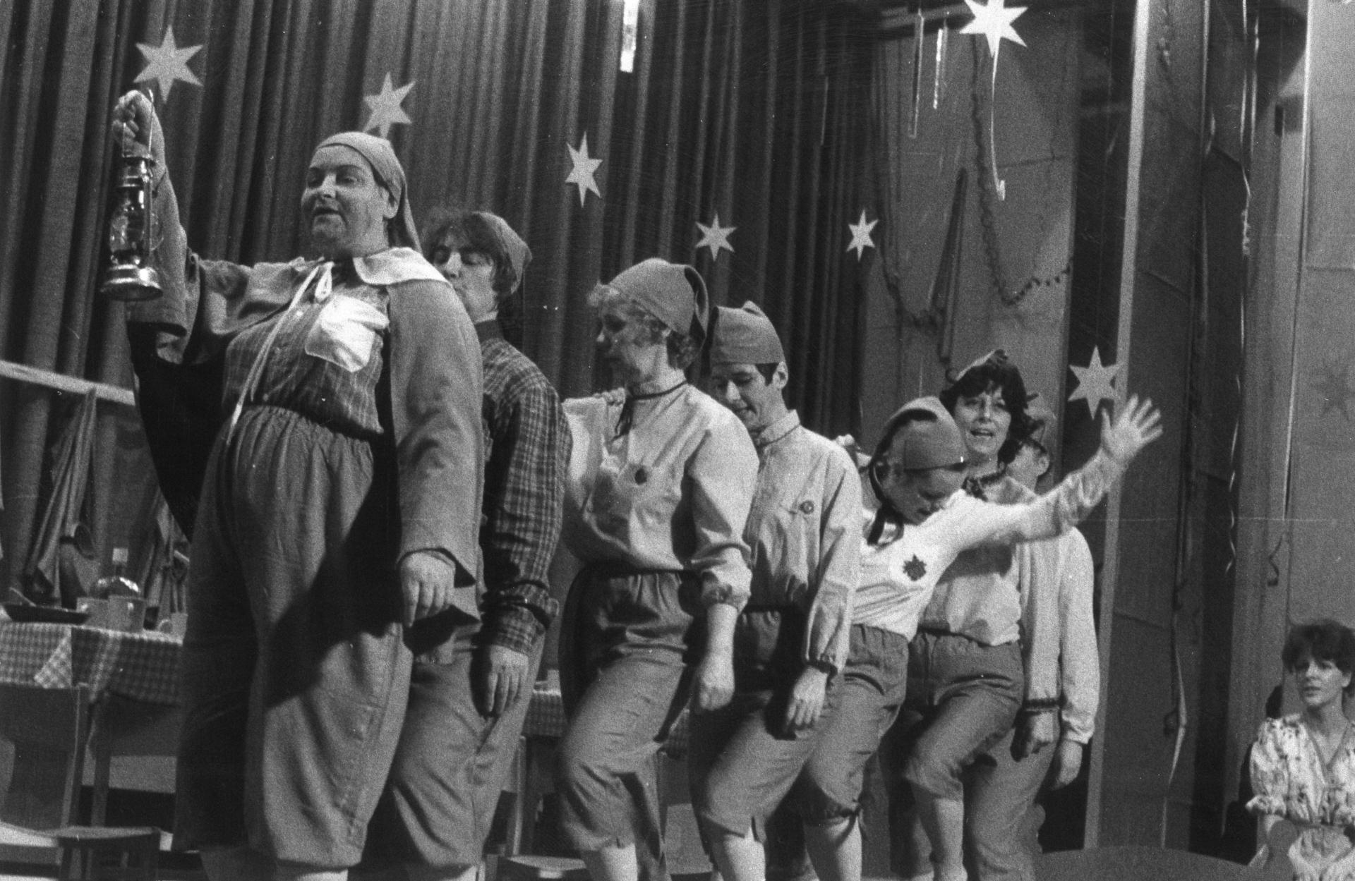 """Szene aus """"Die 7 Zwerge"""", anno 1977. Foto: Archiv / Amateurtheater"""