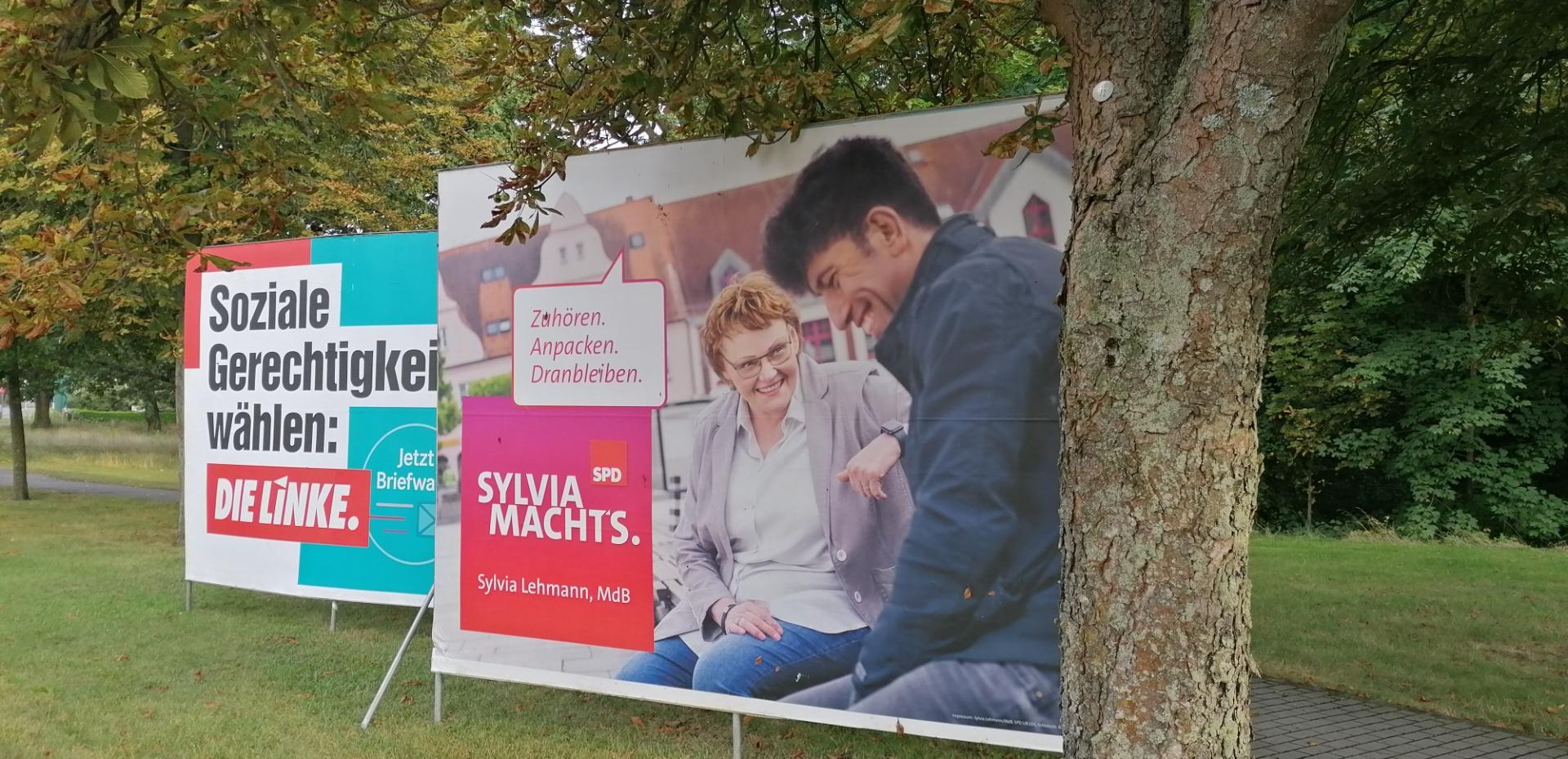 Großflächenplakate der SPD und der Linken. Foto: Dörthe Ziemer