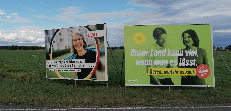 Großflächenplakate der CDU und von B90/Grünen. Foto: Dörthe Ziemer
