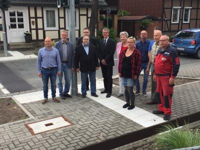 Foto zu Meldung: Übergabe Fußgängerampel an der Grafhorster Straße in Danndorf