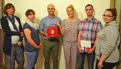 Foto zu Meldung: Ausgerüstet für den Notfall: Stadtverwaltung schafft Defibrillator an