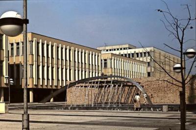 Foto zur Meldung: Rückblick auf den Staudenhof – Die grüne Insel sozialistischer Architekturgeschichte