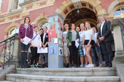 Foto zu Meldung: Schüler zeigen ihre Kunstwerke im Calauer Rathaus