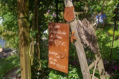 Foto zur Meldung: Rosenfreunde laden ein: Bustour zum Rosengut Langerwisch