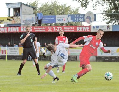 """Foto zur Meldung: Freundschaftsspiel - """"Störche"""" vs Lotte - Zweitligist Kiel schlägt Drittligist Sportfreunde Lotte"""