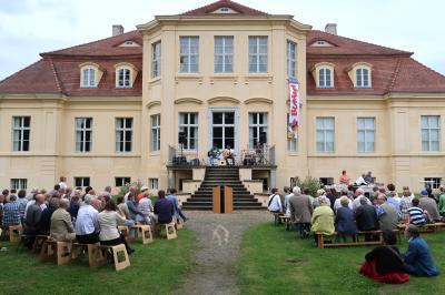 Foto zur Meldung: Ausstellungseröffnung in Reckahn mit über 100 Gästen