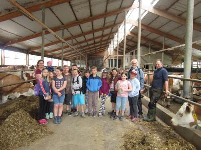 Foto zur Meldung: Röslauer Grundschüler erhalten Einblick in einen modernen Landwirtschaftsbetrieb