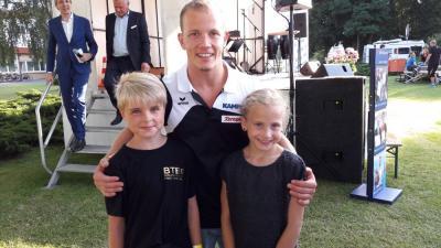 Foto zur Meldung: Schenefelder Turnerinnen begegnen der Kanzlerin und Spitzensportlern wie Fabian Hambüchen und Andreas Toba
