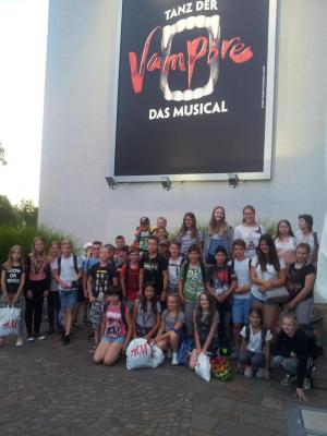 Foto zu Meldung: SCHULNACHRICHTEN: Letzte Klassenfahrt zu den Vampiren nach Stuttgart