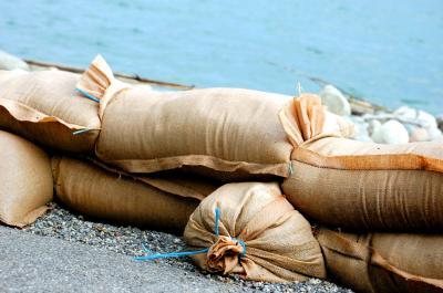 Foto zu Meldung: Dauerregen und Überschwemmungen: Stadt stellt Sand bereit