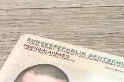 Foto zu Meldung: Personalausweis jetzt mit Online-Ausweisfunktion
