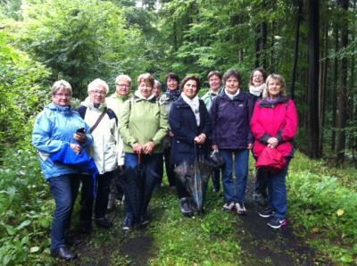 Foto zur Meldung: Kräuterwanderung der Landfrauen