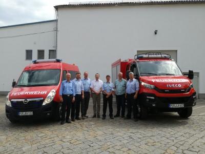 Vorschaubild zur Meldung: Übergabe Feuerwehrautos
