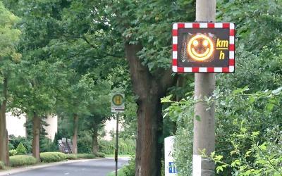 Foto zur Meldung: Mit Smileys für mehr Verkehrssicherheit in unserer Gemeinde