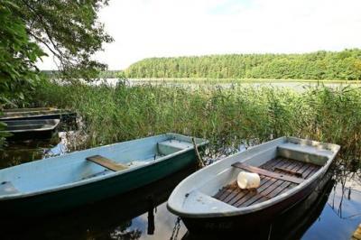 Die Angler können wieder in die Bote und vom Wasser aus angeln. Das war im Roofensee sechs Monate lang nicht möglich. Foto: Uwe Halling