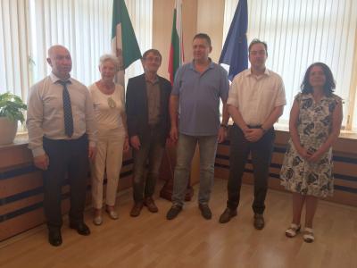 Offizieller Empfang beim Bürgermeister der Stadt Razgrad (l.).