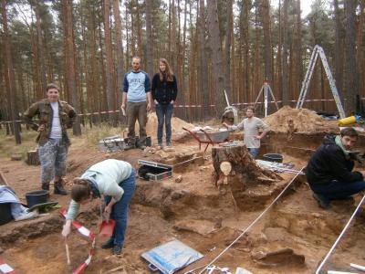 Grabung Belzig 2014 | Dr. Genesis und Studenten