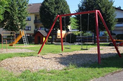 Vorschaubild zur Meldung: Spielplatz in der Friedhofstraße hergerichtet