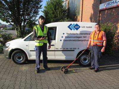 Foto zu Meldung: Mit dem Spürgerät unterwegs in Grünheide - EWE NETZ kontrolliert bis Ende September Erdgasleitungen