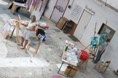 """Vorschaubild zur Meldung: Bildergalerie """"Experimentelle Malerei für Frauen"""""""