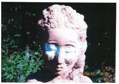 Foto zur Meldung: Rosengarten mit Farbe beschmiert: Belohnung für Hinweise!
