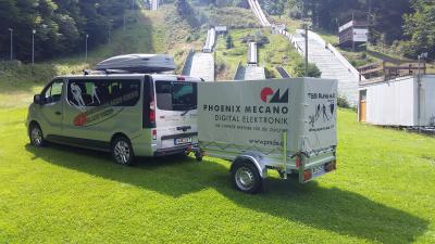 Foto zur Meldung: Sponsor übergibt neuen Transport-Anhänger
