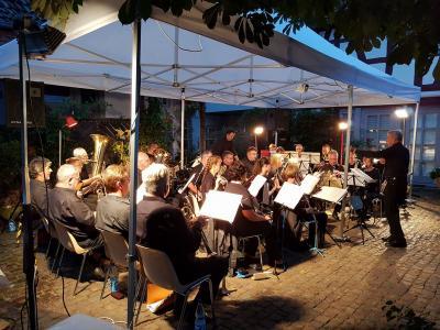 Foto zur Meldung: Eine Ära geht zu Ende: Das letzte Serenadenkonzert im Hof der Alten Mühle