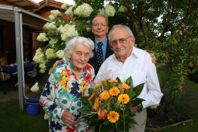 Bild der Meldung: Gratulation und Blumen zur Eisernen Hochzeit