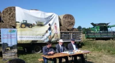 Vorschaubild zur Meldung: Presseernteabschlussgespräch in der Göritzer Agrar GmbH