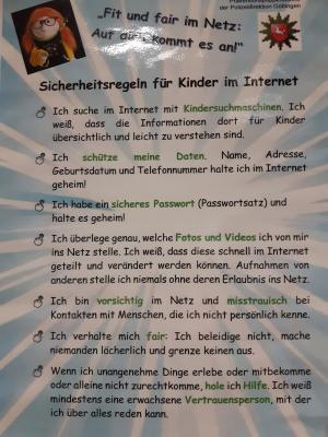 Foto zur Meldung: Präventionspuppenspiel der Polizei Niedersachsen zum Thema Cybermobbing