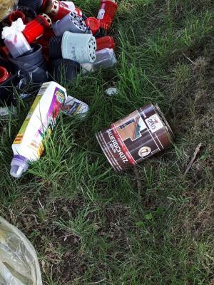Letzte Woche wurden sogar Farbdosen, Heckenschnitt und Gartenabfälle abgelagert.