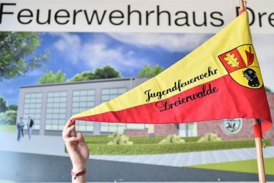 Vorschaubild zur Meldung: Spendenaktion der Volksbank für die Jugendfeuerwehrgruppe Dreierwalde