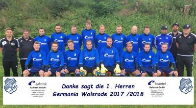 Foto zur Meldung: I.Herren - Neue Aufwärmshirts - Sponsorendank Firma Bahnteck -