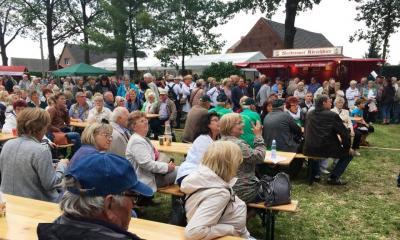 Gute Publikumsstimmung beim 14. Brandenburger Dorf- und Erntefest in Raddusch