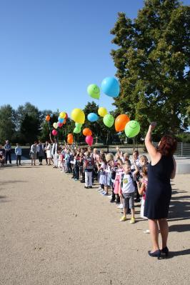 Foto zur Meldung: Bunte Luftballons zur Einschulung