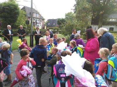 Foto zur Meldung: Hurra! Endlich fängt die Schule für uns an!