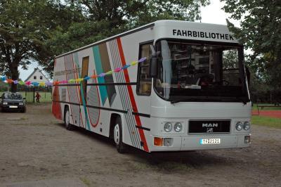 Foto zu Meldung: Pressemitteilung des Landkreises Teltow-Fläming - Fahrbibliothek wieder am Start - 25 Jahre auf Tour