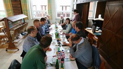 Vorschaubild zur Meldung: OSL-Landrat zu Gast auf dem Biobauernhof Buchan und in der Göritzer Agrar GmbH