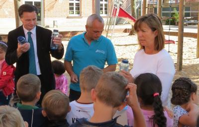 Foto zur Meldung: Trinkwasser für Grundschulkinder!  Gesunde Ernährung in unserer Schule!