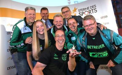 """Das Team um Mario Rosenthal vom SV Falkensee-Finkenkrug e.V. freute sich über den 4. Platz bei der Preisverleihung """"Sterne des Sports"""". (Foto: Stephanie Pilick)"""