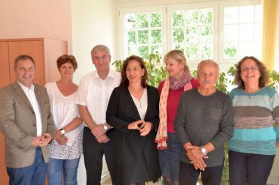 Michael Ziesecke, Gabi Helbig, Bürgermeister Heiko Müller, Barbara Richstein, Marlies Schnaibel, Karl Hoffmann und Gisela Dittmer freuen sich auf viele Zuschriften.