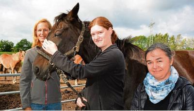 Sarah mit Frau Diedrichsen und Ioana Popova von ISA