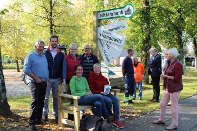 Foto zur Meldung: Erste Mitfahrbank für Schafflund – drei weitere folgen