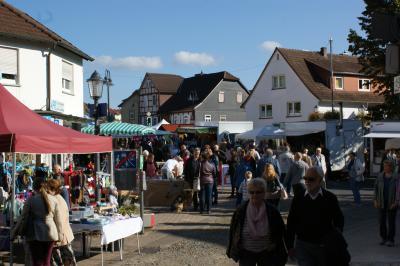 Vorschaubild zur Meldung: Der Herbstmarkt lädt in die Wächtersbacher Altstadt ein