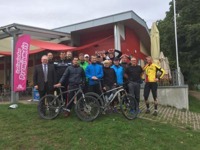 Bundeswehr und Vereinsvertreter mit 1. Bürgermeister Richard Stabl, OStFw Herrmann und StFw Kirste, die die Veranstaltung organisiert haben.