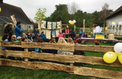 Der neue Bauernhof-Bienengarten in Gussow