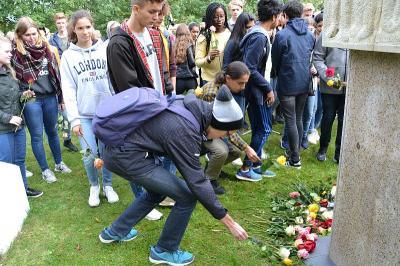 Gegen das Vergessen - Norwegische und Falkenseer Schüler gedenken gemeinsam der Opfer des Nationalsozialismus im Geschichtspark
